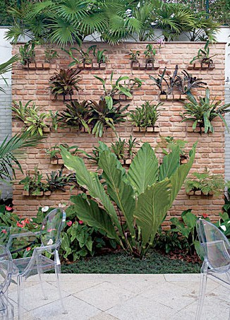 Garden-design-with-vertical-wall