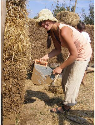 A volunteer building with straw bale at the Czech building center Permalot